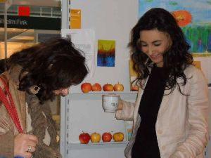 Tatin Giannaro mit Leserin auf der Frankfurter Buchmesse 2010