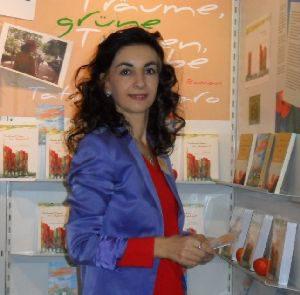 Tatin Giannaro an ihrem Stand auf der Frankfurter Buchmesse 2010